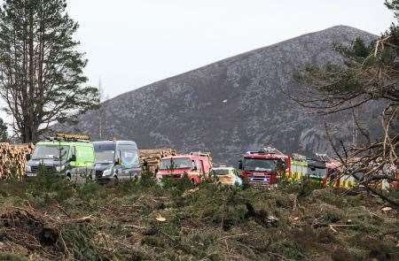 Emergency Crews, Wild Fire, Fire, Forest Enterprise Scotland, FES, Scottish and Southern Electricity Networks, SSEN, Forestry Commission Scotland, Rothiemurchus Estate